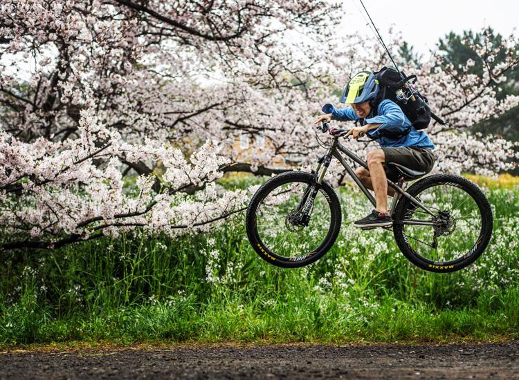 croMOZU275 3rd TEST多摩川河原サイクリングコース 斜め刺しバニーホップ 桜の前で撮影
