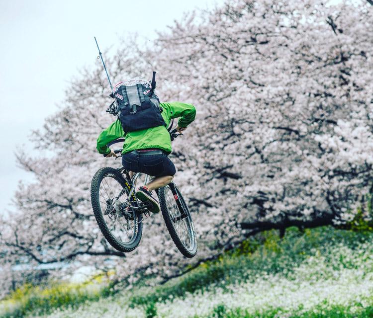 croMOZU275 3rd TEST多摩川河原サイクリングコース 桜の前で斜め刺しバニーホップ