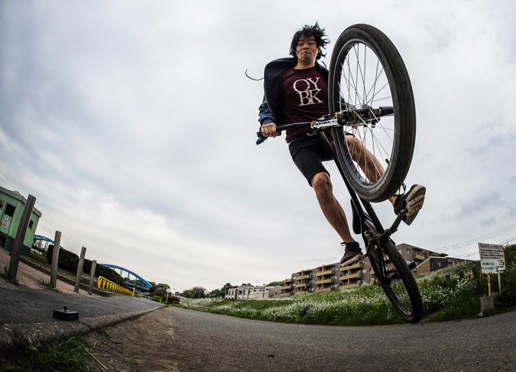 SHAKA 多摩川河原サイクリングコース バニーホップ180