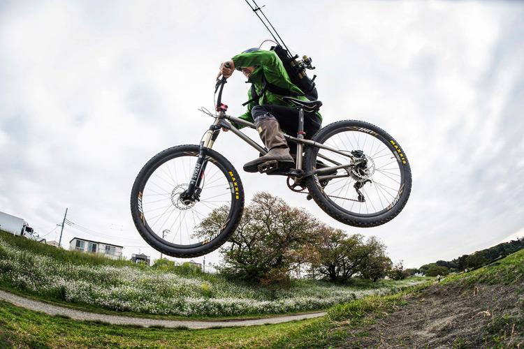 croMOZU275 3rd TEST多摩川河原サイクリングコース 高いサドルで斜め刺しバニーホップ