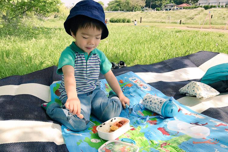 多摩川河原で朝ごはんピクニック