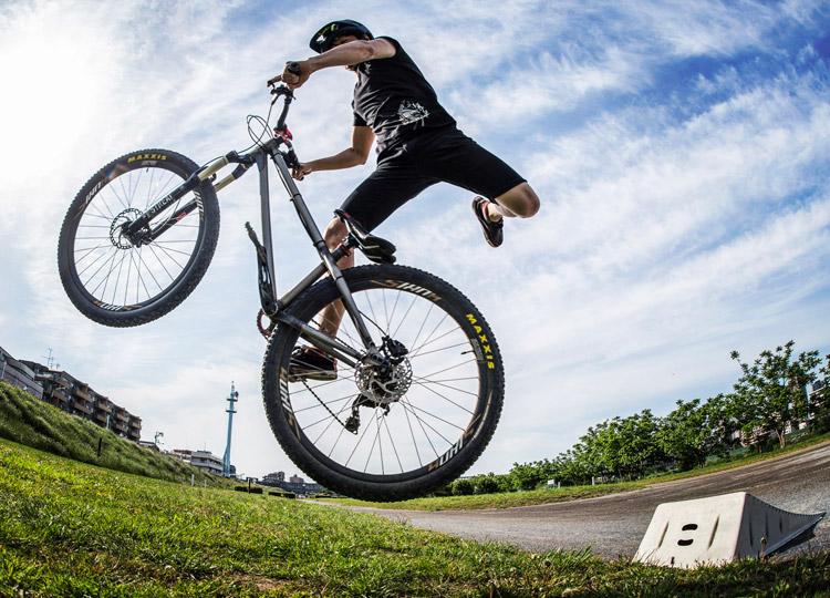 croMOZU275 3rd TEST 多摩川河原サイクリングコース 携帯ジャンプランプでのナックナック練習