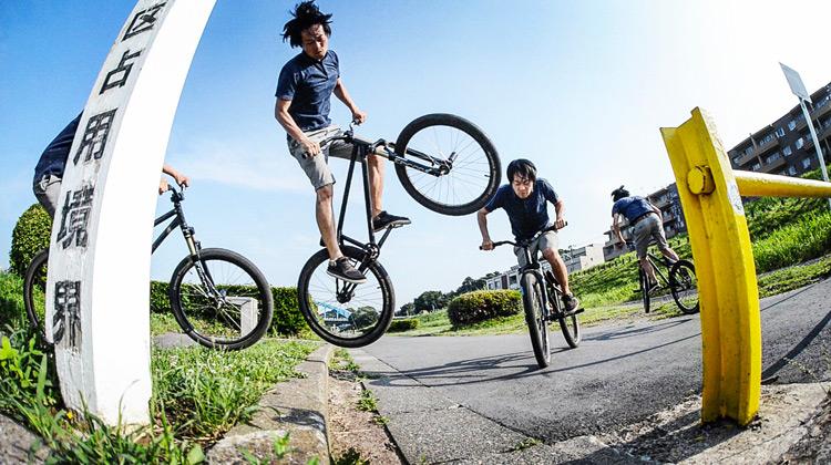 サモとMTB マウンテンバイクSHAKA24 多摩川河原サイクリングロード 植え込み超えバニーホップ180