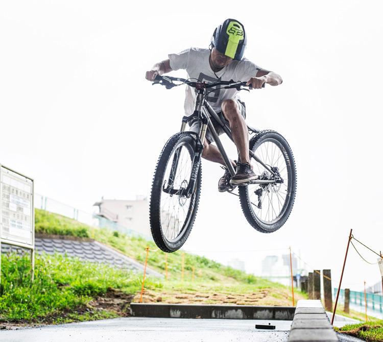 croMOZU275 3rd TEST多摩川河原サイクリングコース 縁石で斜め刺しバニーホップ