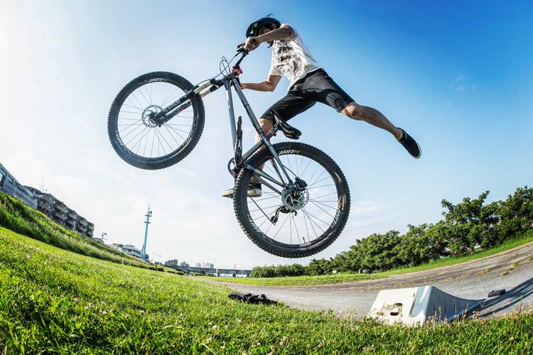 croMOZU275 4th 多摩川河原サイクリングコース 携帯ジャンプランプでのナックナック練習