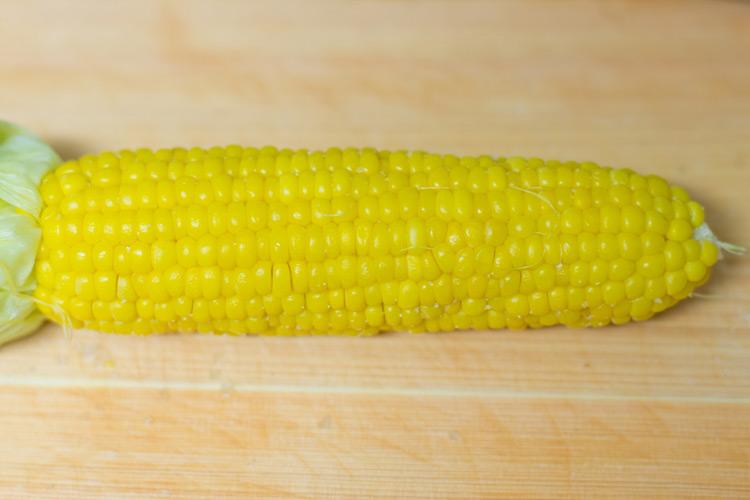 近所のスーパーで買ってきた1本78年の激美味トウモロコシ