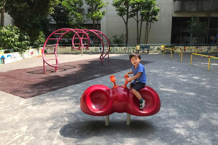保育園のママ友のコンサートに飽きて公園で遊ぶ叶大