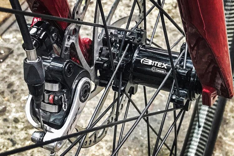 岡安製作所製グラベルバイク BAITEX(バイテックス)ハブ装着