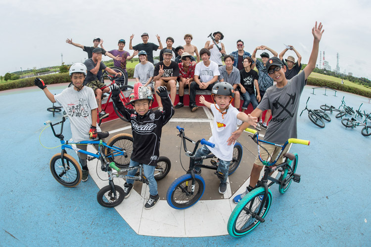 AUTHEN SESSION2集合写真