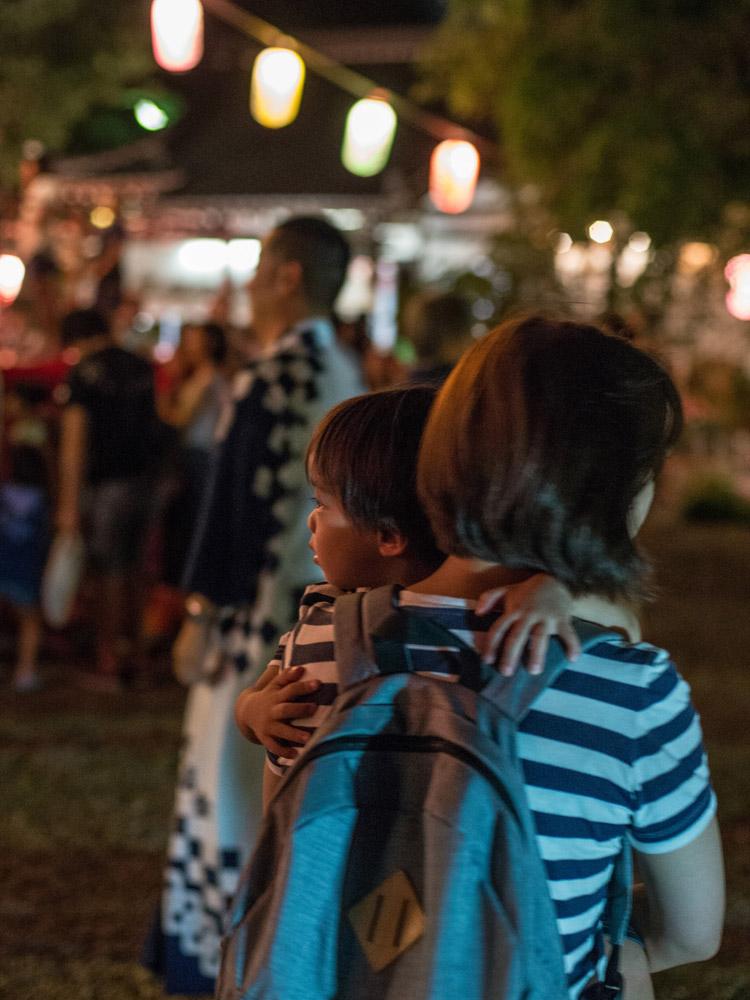 近所の盆踊り&夏祭りでの叶大と奥さん