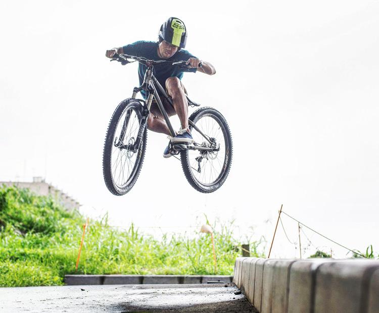 croMOZU275 4th 多摩川河原サイクリングコース 縁石で斜め刺しバニーホップ