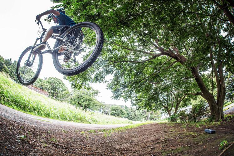 croMOZU275 4th 多摩川河原サイクリングコース 斜面で斜め刺しバニーホップ