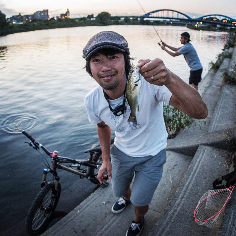 夕方tksg夫妻と一緒に多摩川でスズキ釣り