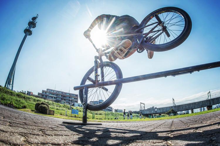 MTB マウンテンバイク SHAKA24 多摩川河原サイクリングロード レール ハングオーバートゥースグラインド オーバートゥースハンガー