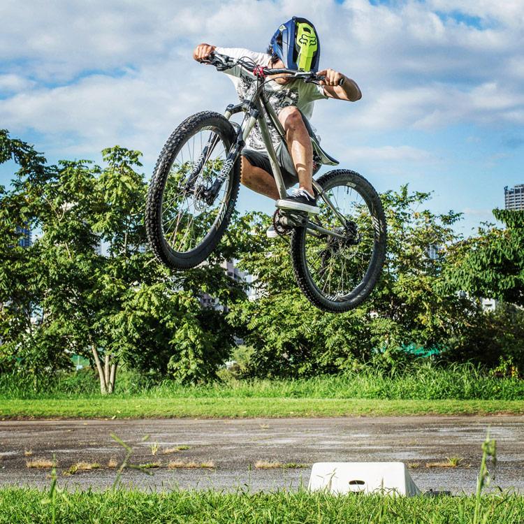 croMOZU275 4th 多摩川河原サイクリングコース 携帯ジャンプランプでの斜め刺しエアー