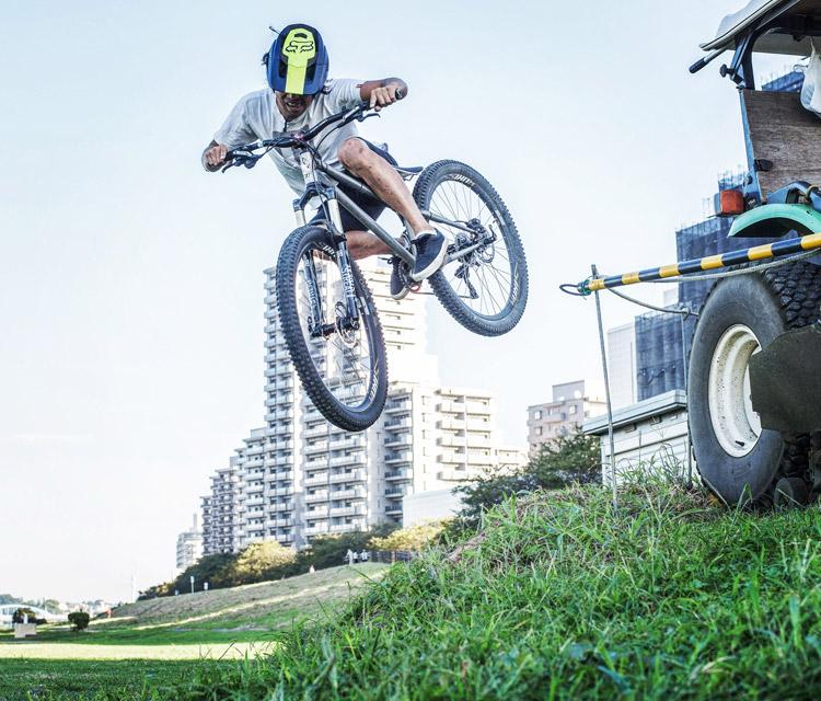 croMOZU275 4th 多摩川河原サイクリングコース ヒップ 斜め刺しバニーホップ