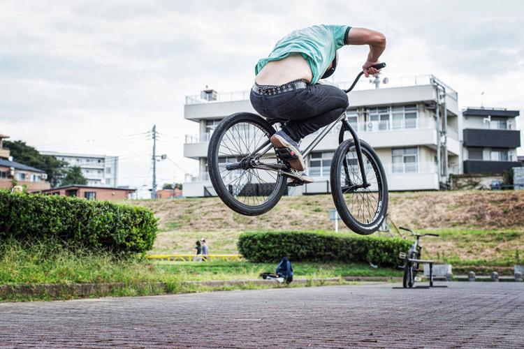 松平さんのSHAKA24 多摩川河原サイクリングコース 斜め刺しバニーホップ