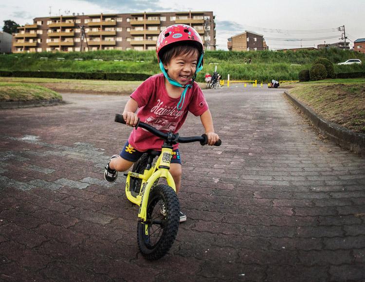 多摩川河原 ランバイク COMMENCAL RAMONES 12 で激走する叶大