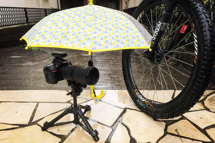 傘を装着したNikon D610 & YONGNUO(ヤング) RF-603 N3