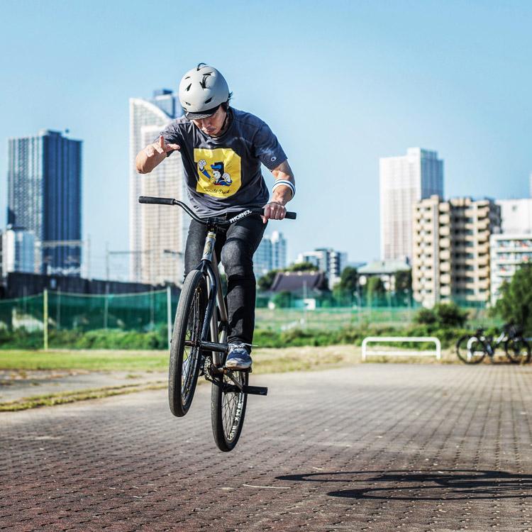松平さんのSHAKA24 多摩川河原サイクリングコース ワンハンド指差しバニーホップ