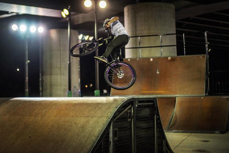 新横浜スケートパーク bori君のBOXジャンプでの360
