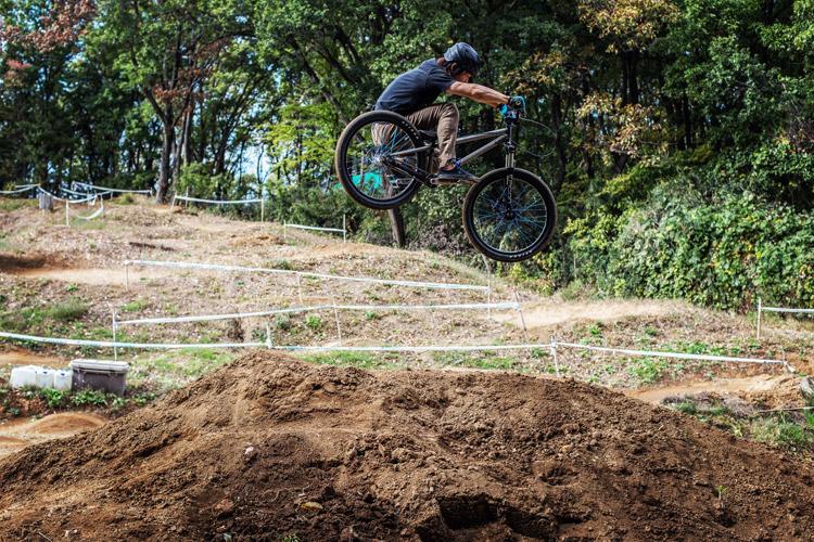 大盛り上がりのスマイルバイクパーク ワンメイクジャンプ ジャンプセクション 鈴木雄大君のハイエアー