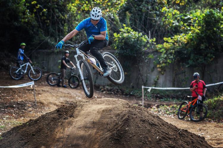 大盛り上がりのスマイルバイクパーク ワンメイクジャンプ ジャンプセクション
