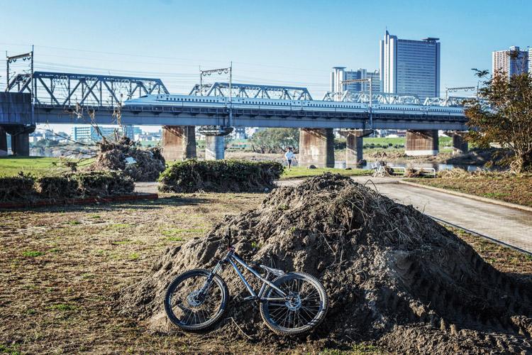 多摩川河原 ダートコース croMOZU275 4th 台風後の瓦礫の山