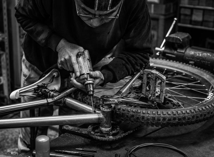 ドロッパーポスト BIKEYOKE REVIVEをインストールした小川輪業でドロッパーポスト BIKEYOKE REVIVEをインストールしたcroMOZU275 ステルス用の穴は岡安製作所で開けてもらいました