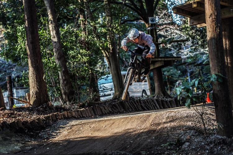 柏しょうなんゆめファーム BMXミニコース&Trails 幕張ローカル高橋君のジャンプ