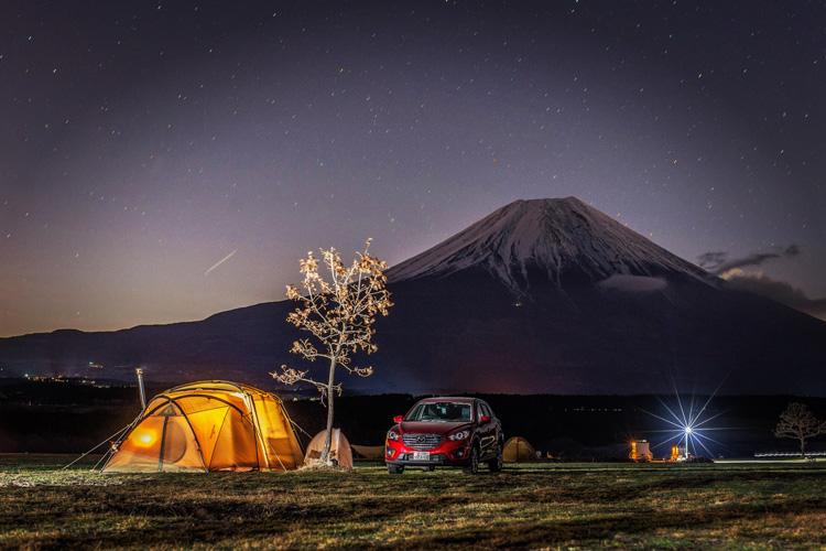 麓キャンプ場(ふもとっぱら)でオートキャンプ 夜景 夜の富士山