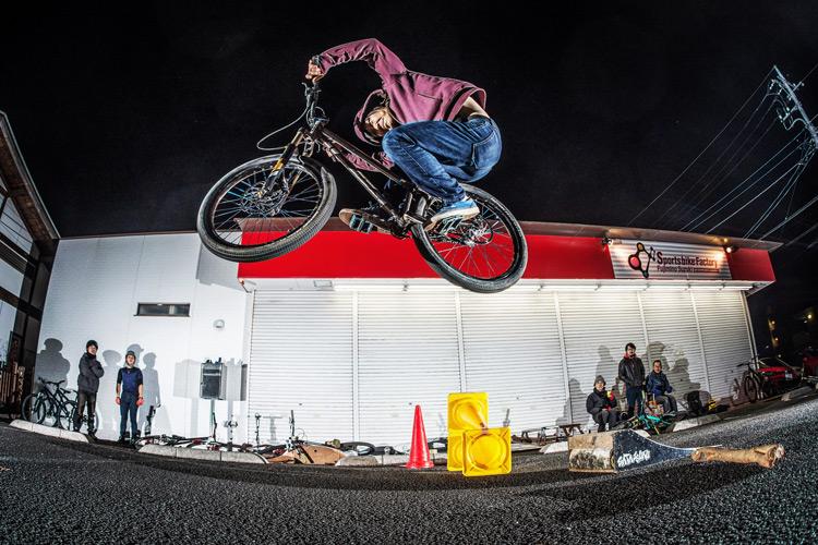スポーツバイクファクトリーふじみ野スズキ 毎週金曜夜に開催 サタジュク 鈴木雄大君 ファイアークラッカー