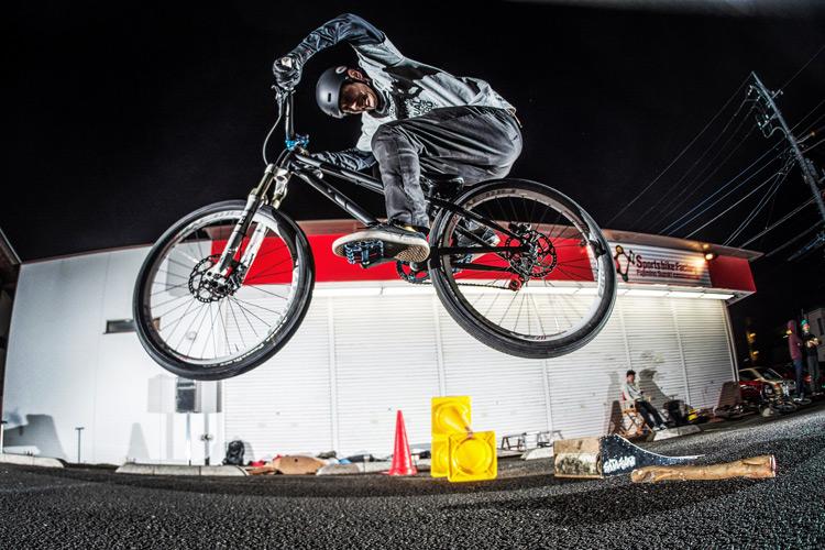 スポーツバイクファクトリーふじみ野スズキ 毎週金曜夜に開催 サタジュク 日高さん ファイアークラッカー