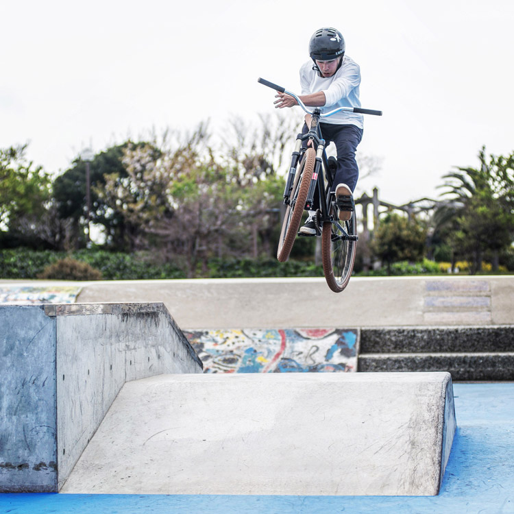横須賀うみかぜ公園スケートパーク SHAKA26 バニーホップバースピン