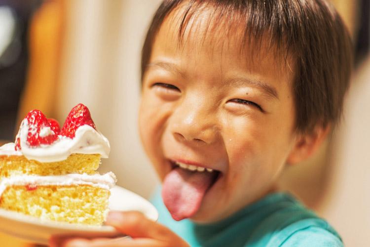 バースデーケーキを食べる叶大