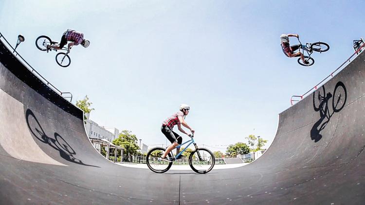 城南島海浜公園スケートパーク SHAKA24 2.1mミニランプ エアターン