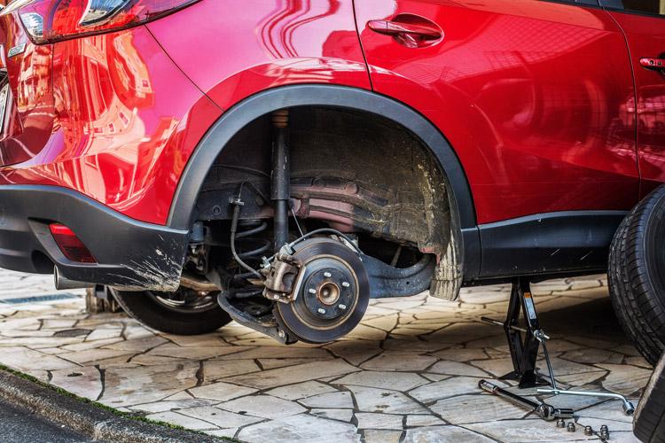 CX-5用  車載パンタグラフジャッキを使ってタイヤ交換を行う