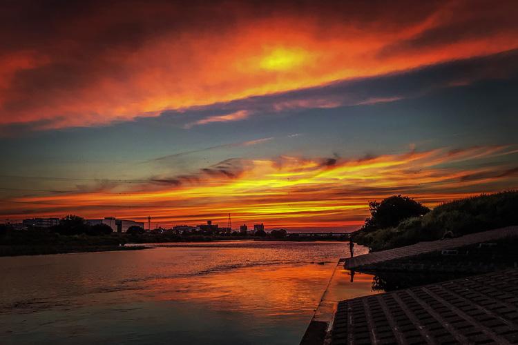 多摩川 赤い夕陽