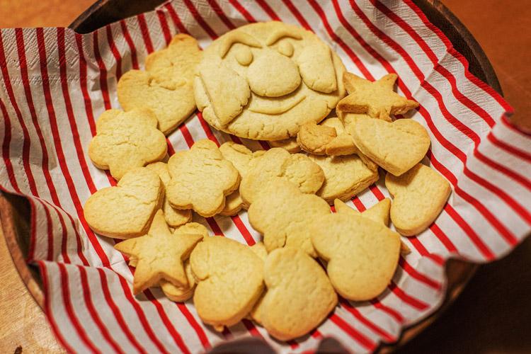 雨の日曜日は家族でクッキー作り