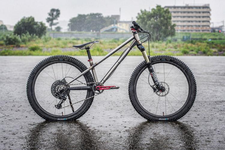 雨の中 増水した多摩川河原ダートコース croMOZU275 5thバイク