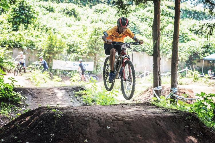 スマイルバイクパーク 4連ジャンプ 町田の中学生