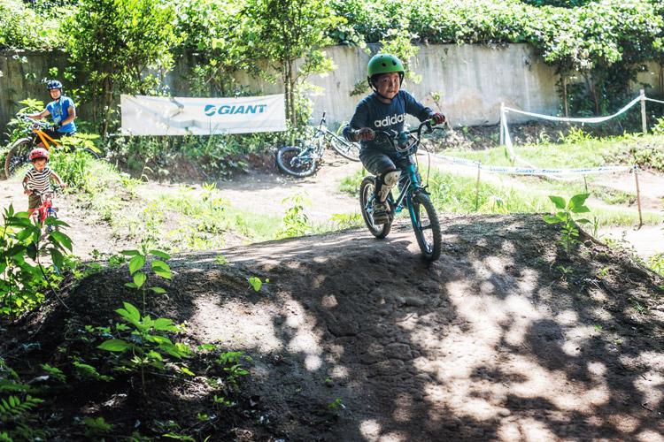 スマイルバイクパーク 4連ジャンプ 息子さん