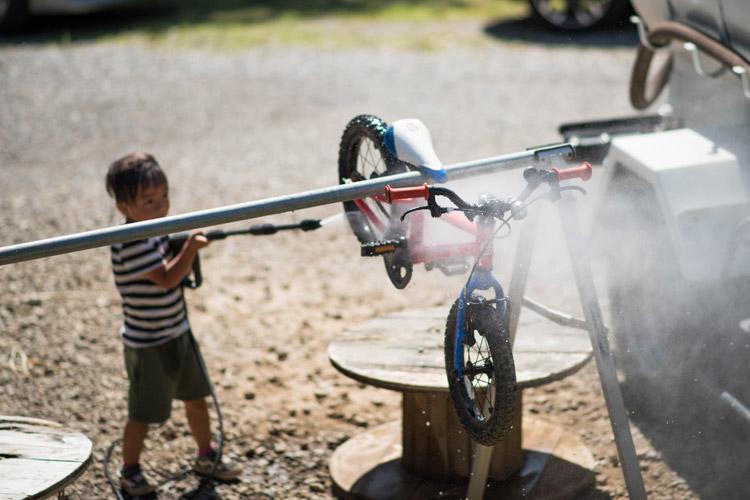 スマイルバイクパーク 洗車する叶大