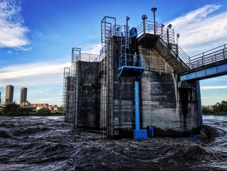 多摩川 丸子橋 堰 多摩川の増水
