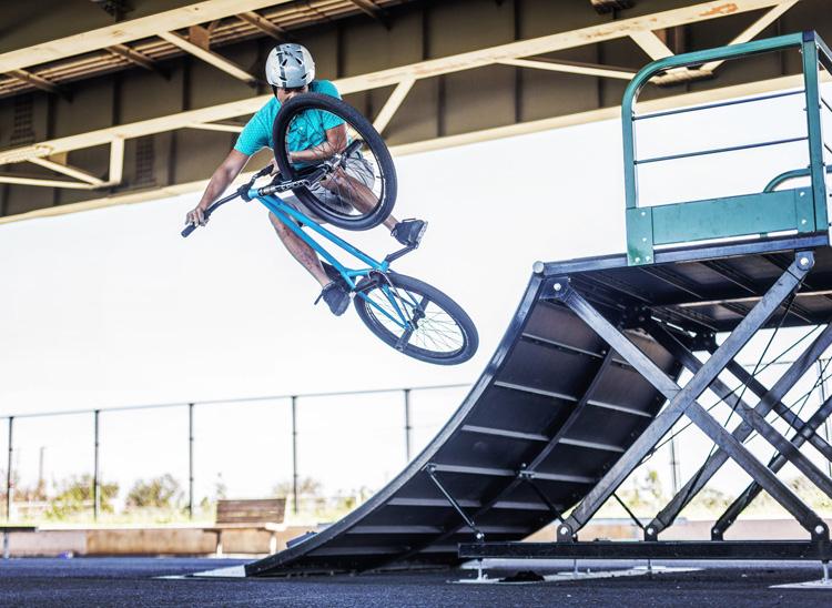 新見沼大橋スポーツ広場スケートパーク SHAKA24 クォーターパイプ 横っ飛び テーブルトップ インバート