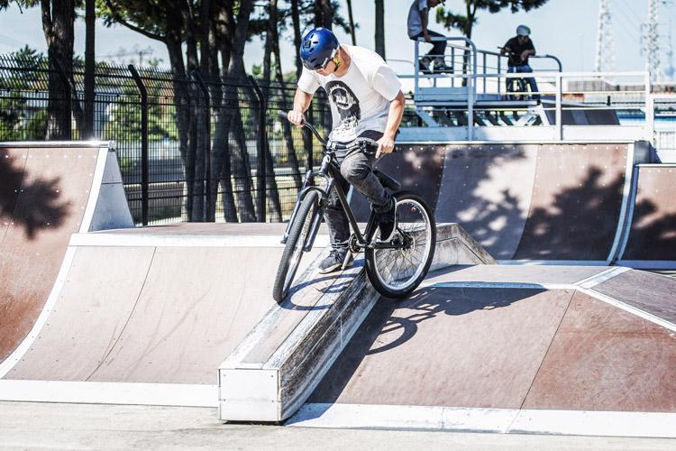 塩浜スケートパーク 大阪-神戸ライダーたち到着 マキさん ペダルグラインド