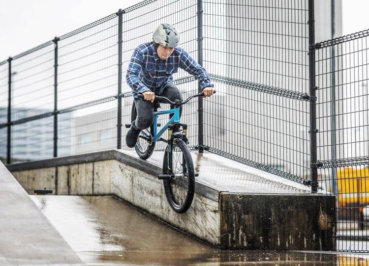 大師河原公園スケートパーク SHAKA24 雨の降る中 ダウンレッジ スミスグラインド
