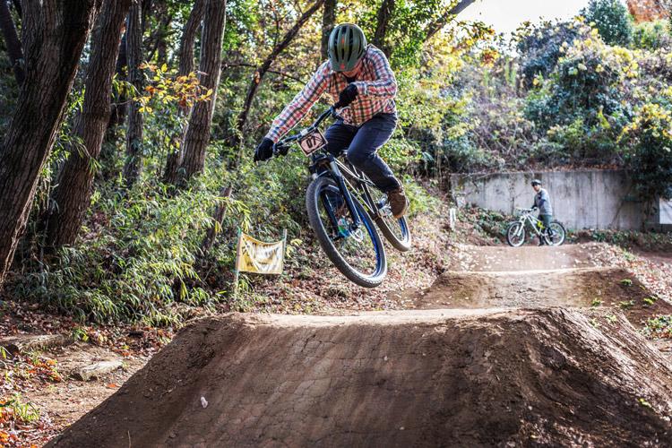 スマイルバイクパーク 4連ジャンプ カザマックスさん