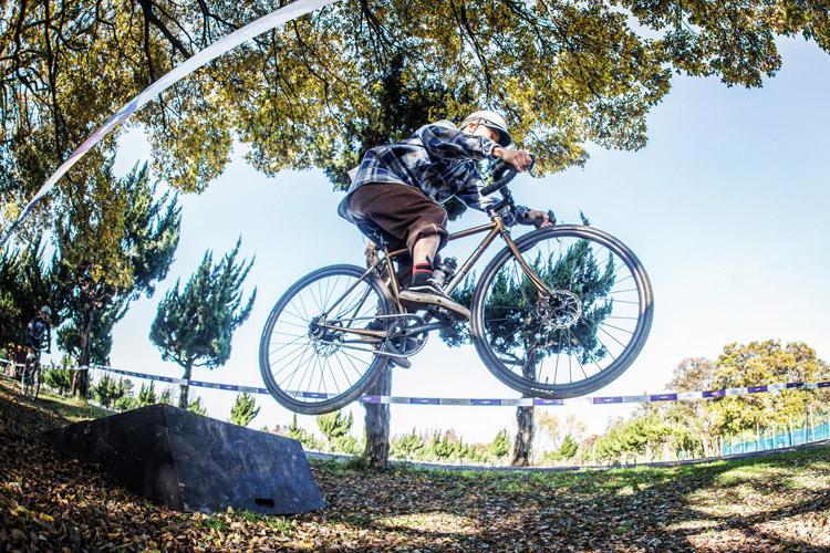秋ヶ瀬の森バイクロア8 レース バンクジャンプ