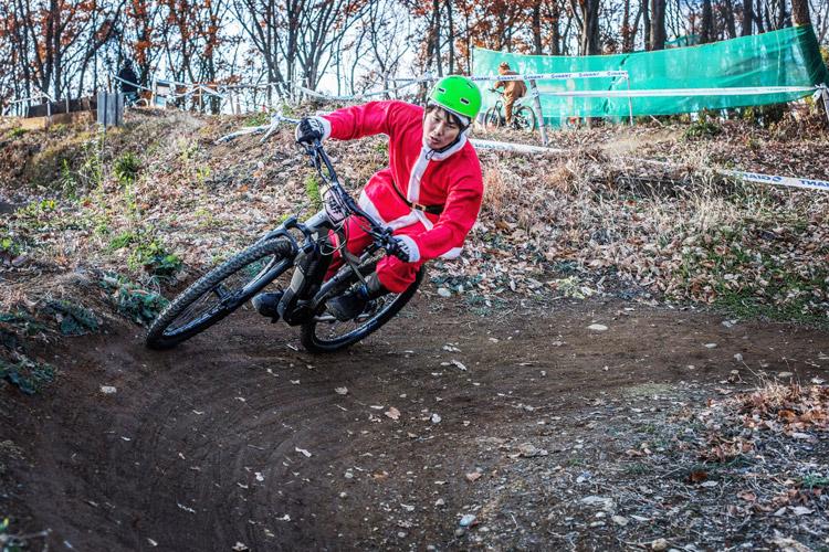 スマイルバイクパーク スラロームコース クリスマスイブ サンタ eMTB YAMAHA YPJ-XC